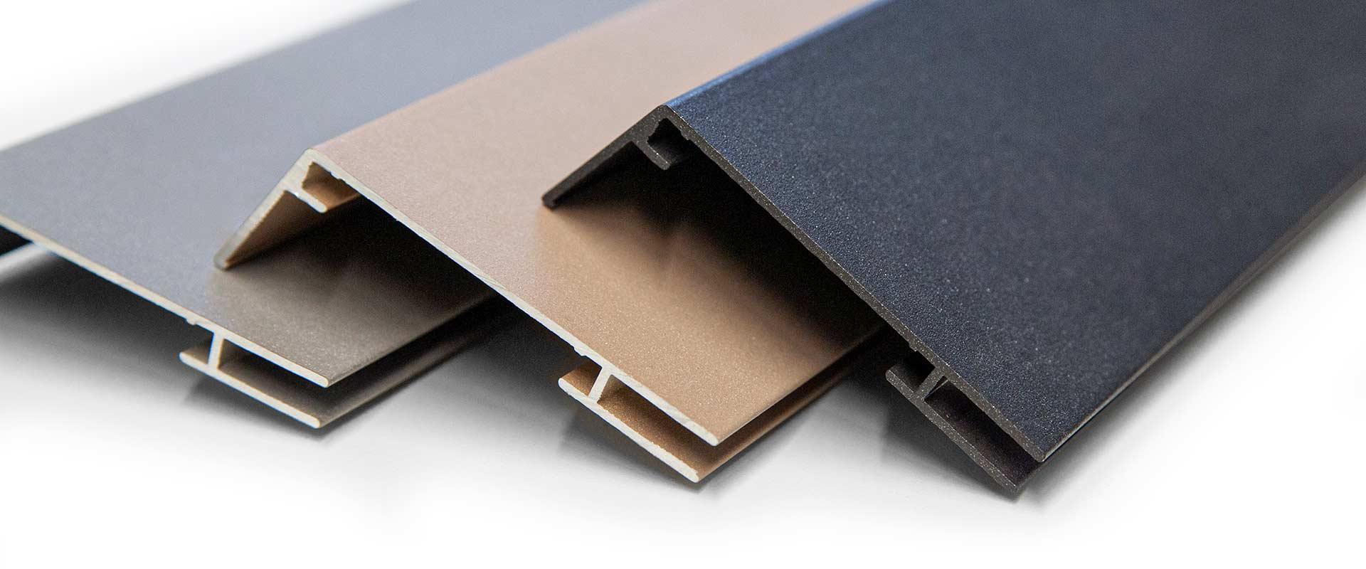 Pulverbeschichtete Profilleisten in den Fraben grau, beige und anthrazit